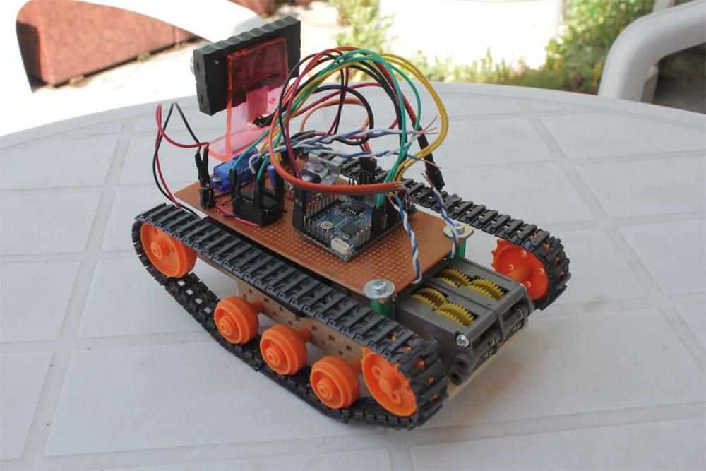 Робот, различающий препятствия