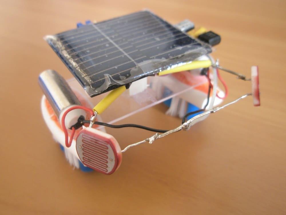 Робот, следующий за источником света