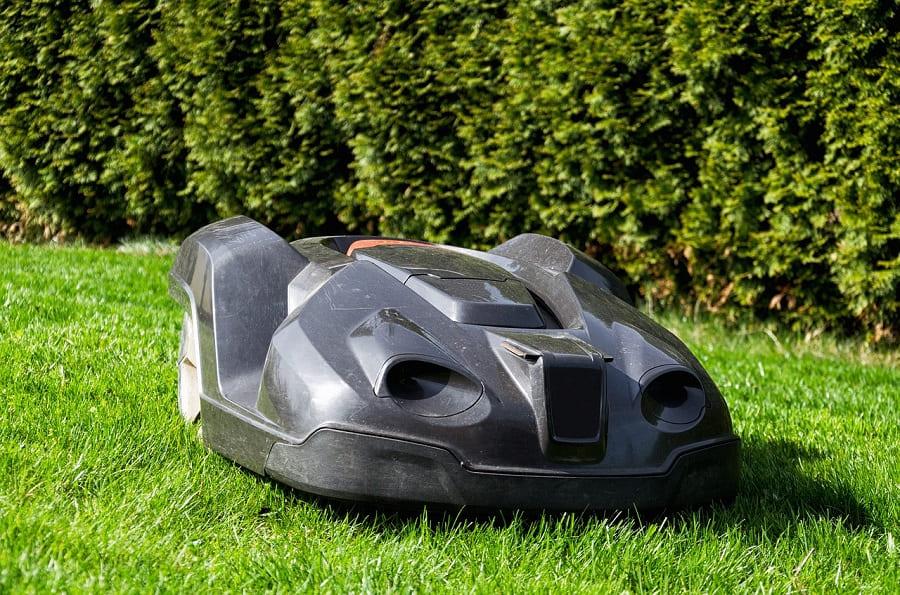 Робот-газонокосильщик