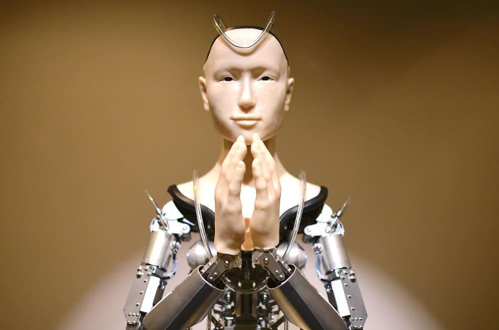 Японский робот Alter